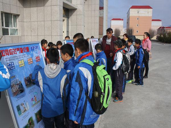 温泉气象天文科普园迎来八十八团小学生参观
